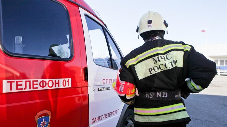 На проспекте Славы пожарные тушили двухкомнатную квартиру