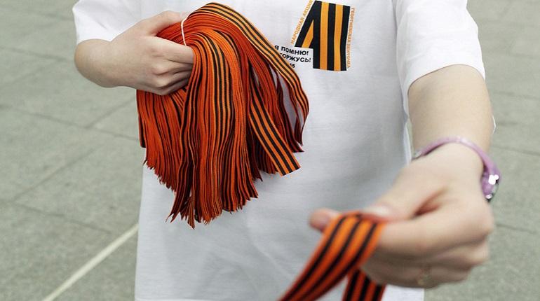 С завтрашнего дня петербуржцам начнут раздавать «Георгиевские ленточки» у метро