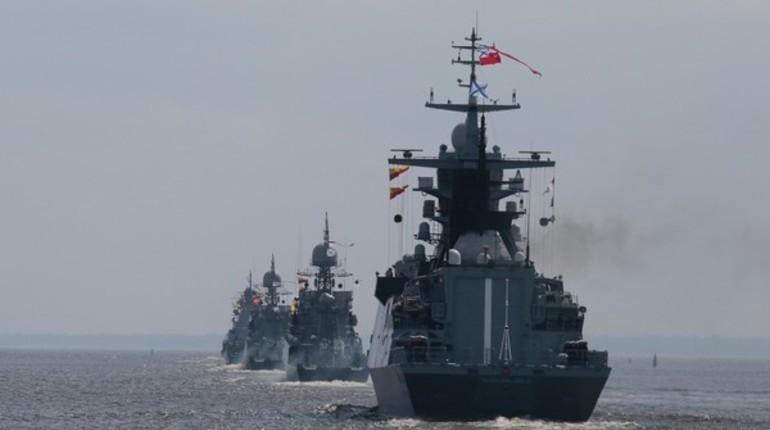 В Кронштадте Путин поздравил моряков с Днем военно-морского флота
