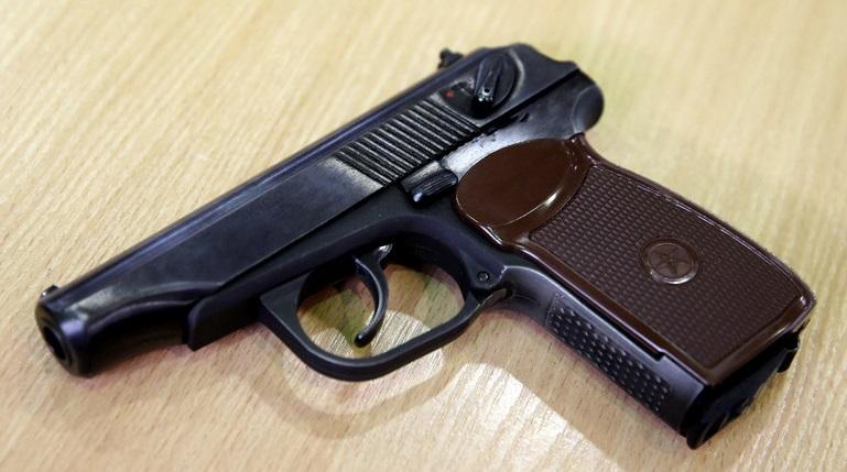Петербуржец начал стрелять из пистолета в попытке обчистить продуктовый магазин
