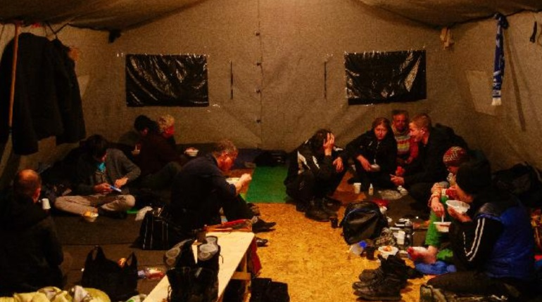Ночной приют позволит петербургским бездомным мыться и стирать одежду