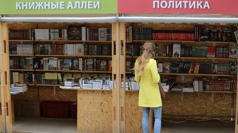 На Малой Конюшенной открылся фестиваль Книжные аллеи
