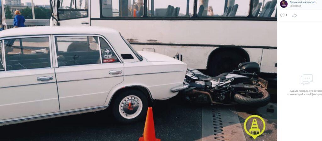 На Володарском мосту в ДТП погиб мотоциклист