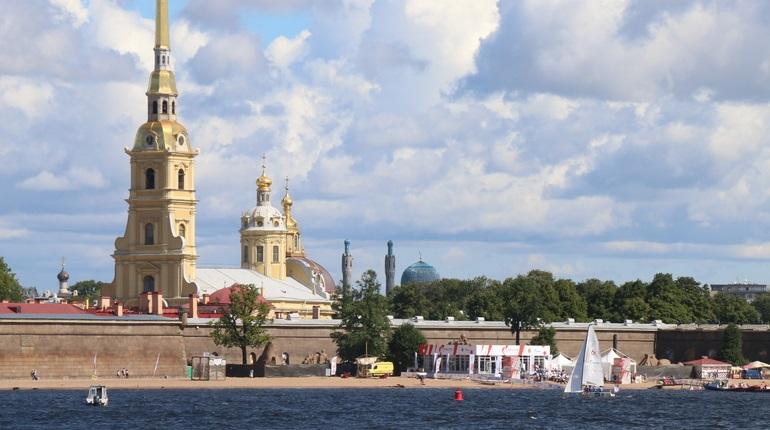 В День города в Петербурге потеплеет до +22