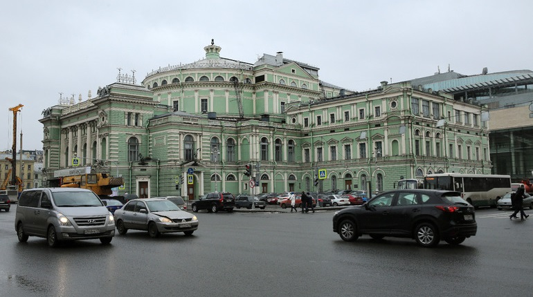Опрос: россияне любят Большой театр больше Мариинки