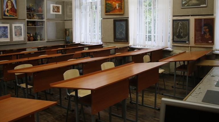 СК начал проверку из-за домогательств учителя до школьниц в Петербурге