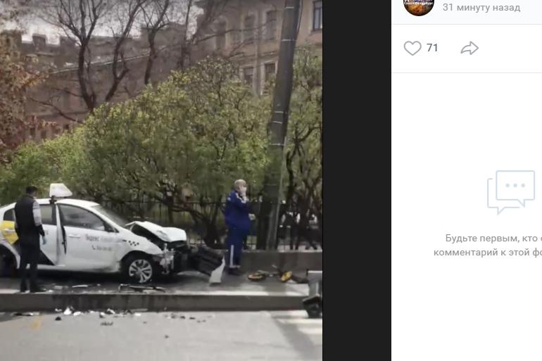 На Суворовском таксист попал в ДТП и сбил мать с детьми: женщина погибла