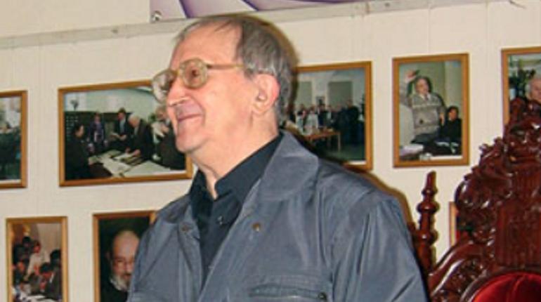 КГА согласовал эскиз мемориальной доски Борису Стругацкому в Петербурге