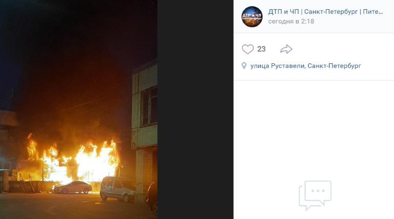 Охвативший магазин на Руставели пожар уничтожил и припаркованную рядом иномарку