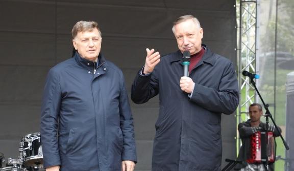 Беглов и Макаров поздравили петербуржцев с праздником Весны и Труда