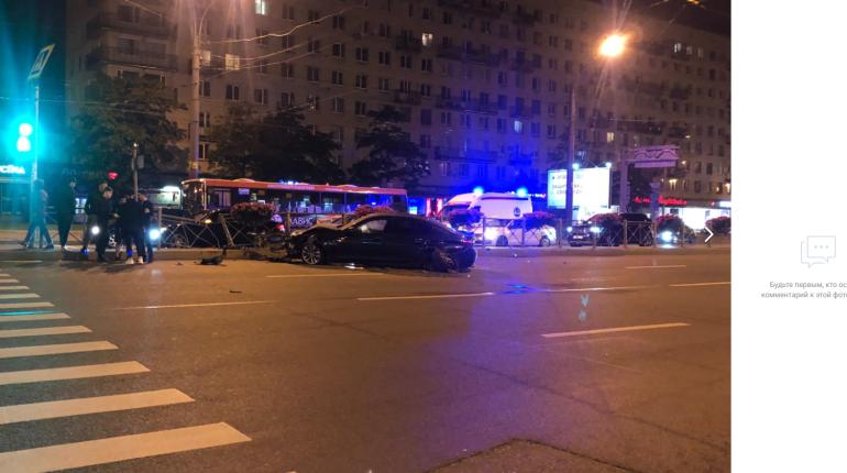 Пьяный сотрудник автомойки угнал машину и устроил аварию на Ленинском