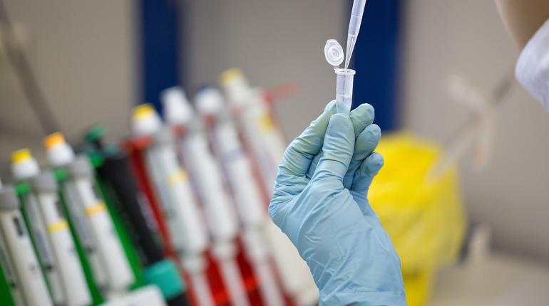 Москвичи могут подать заявку на участие в испытаниях вакцины от Covid-19