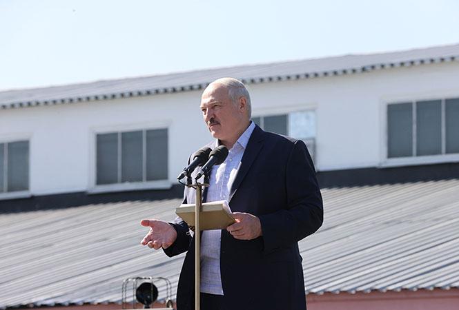 Лукашенко случайно стал автором песни — российские исполнители сняли клип с цитатой президента республики