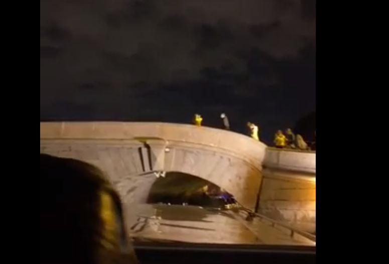 Пьяный капитан теплохода дважды врезался опору Прачечного моста и стал фигурантом дела