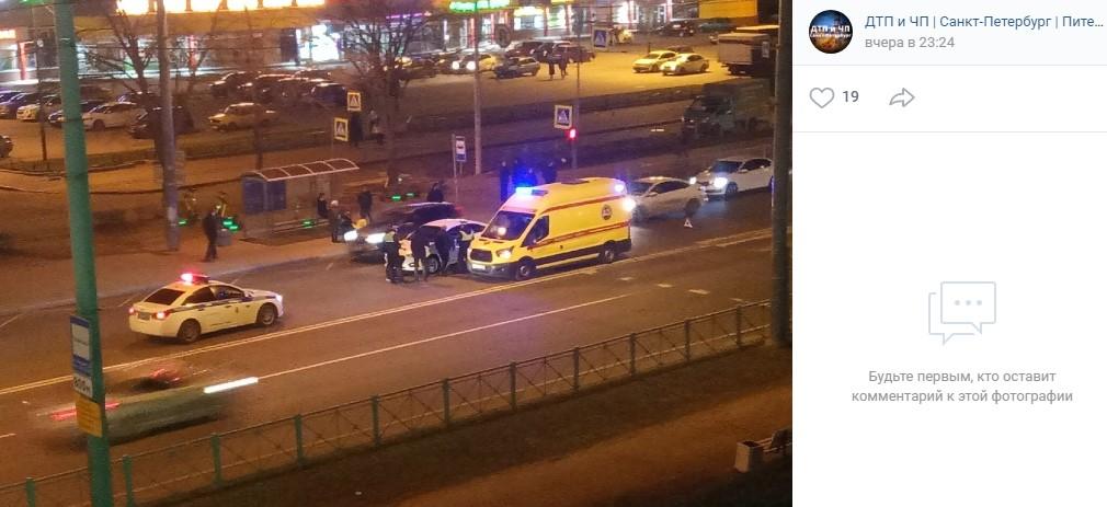 На проспекте Ветеранов белая иномарка сбила пешехода