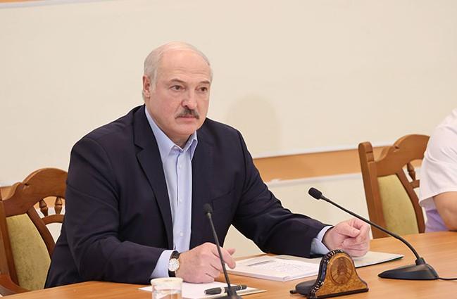 Лукашенко прилетел в Петербург на встречу с Путиным