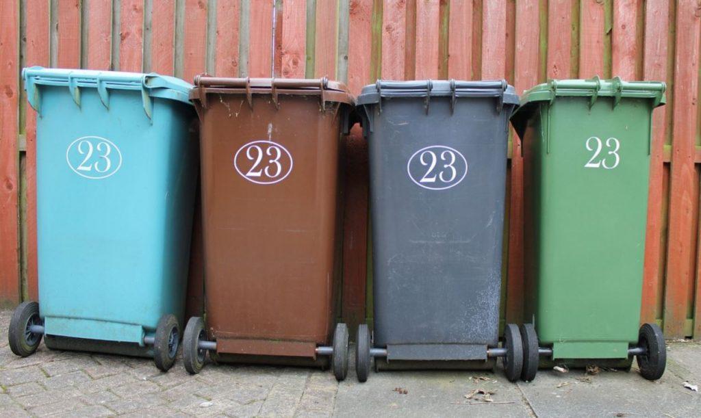 Жители Гатчинского и Подпорожского районов не будут оплачивать вывоз мусора