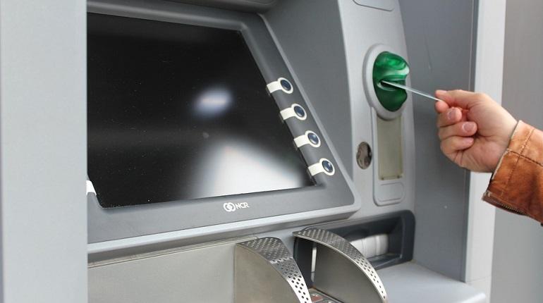 Петербуржец пытался вскрыть банкомат, но не смог, и его арестовали
