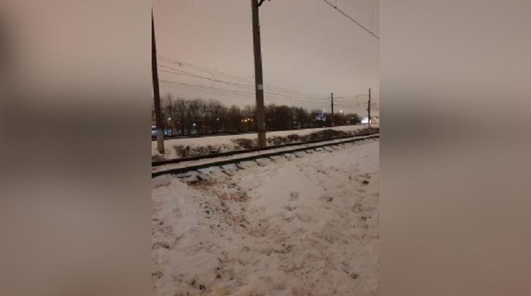 После наезда поезда на школьника в Петербурге возбудили уголовное дело