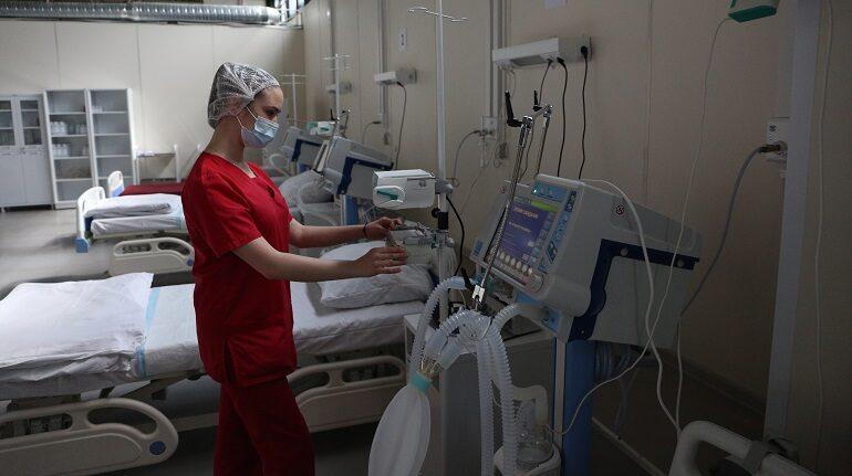 Ленобласть выделит на «ковидные» надбавки врачам 200 млн рублей за июль