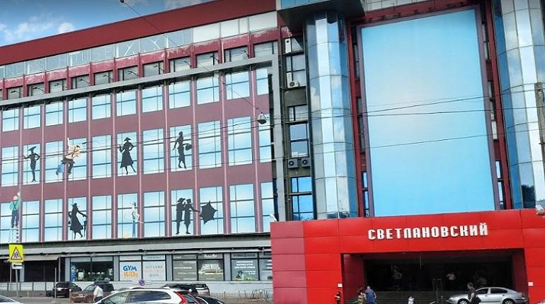 Из торгового центра на проспекте Энгельса эвакуировали 100 человек