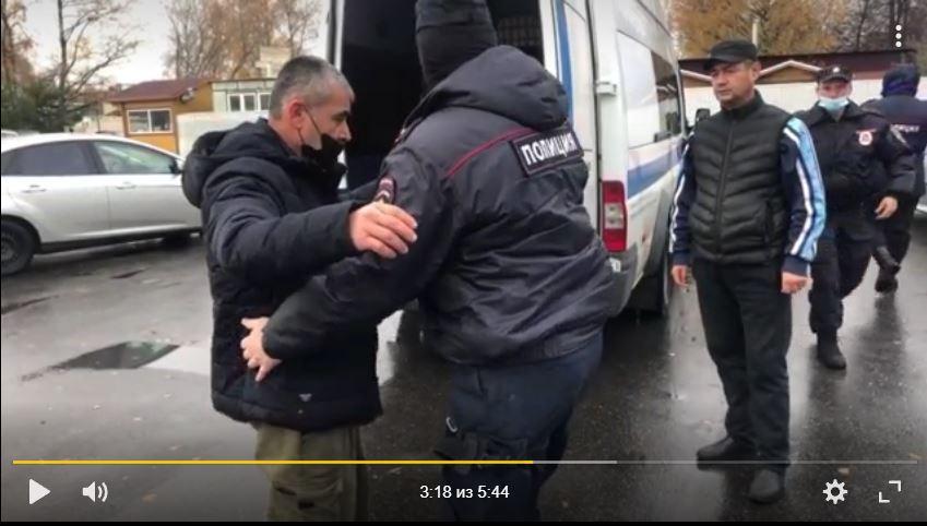 В ходе рейда на Калининской овощебазе полиция поймала 66 нелегальных мигрантов и двоих с поддельными документами