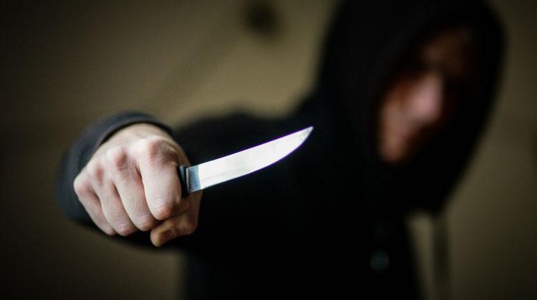 Воткнувшего нож в лицо приятеля мужчину задержали в Ленобласти