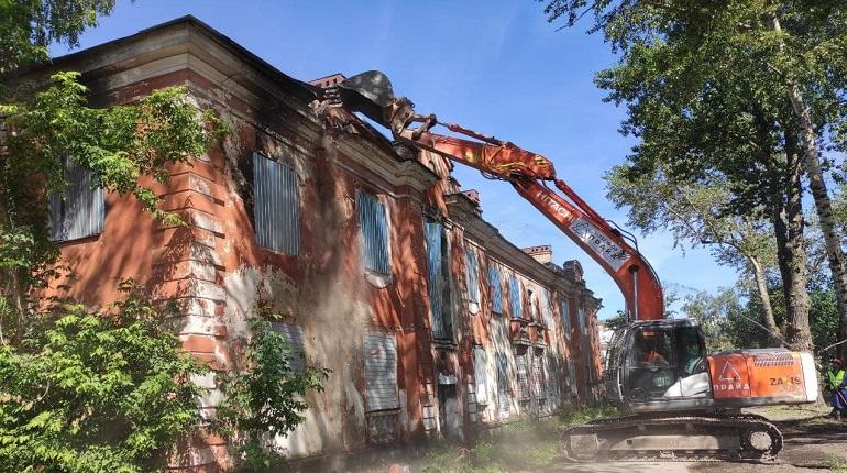 В Колпино снесли ветхие дома в рамках программы реновации