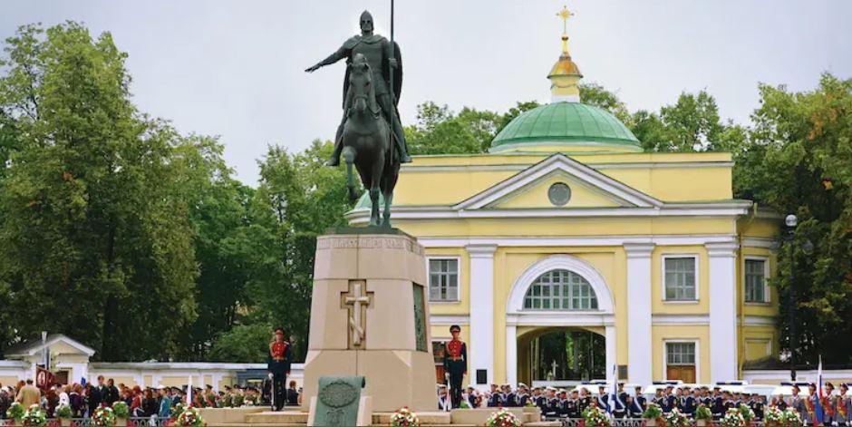 У Петропавловской крепости стартовал фестиваль «Невская битва» с конными состязаниями и реконструкцией