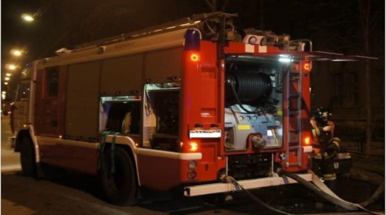 Двое погибли в квартирном пожаре на юго-западе Петербурга