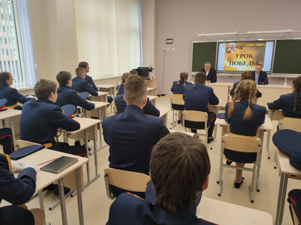 Власти Петербурга и области провели для школьников урок патриотизма