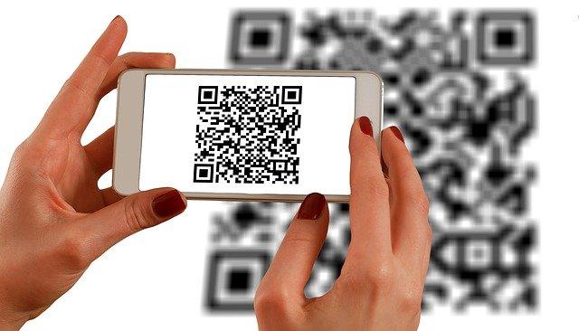 В Петербурге 77 тысяч организаций потребительского сектора получили QR-коды
