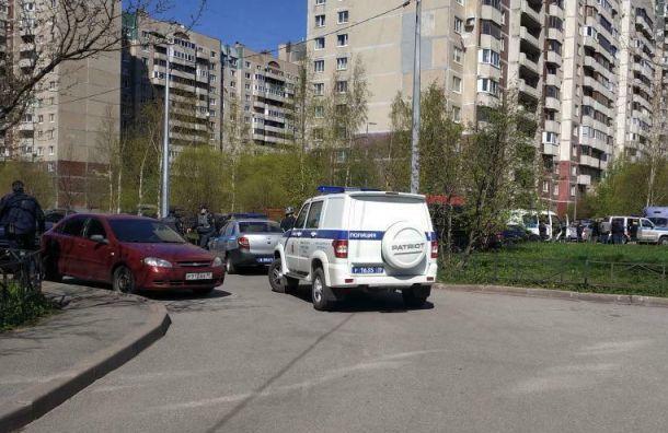 Полиция и спецназ обезвредили стрелка в Приморском районе