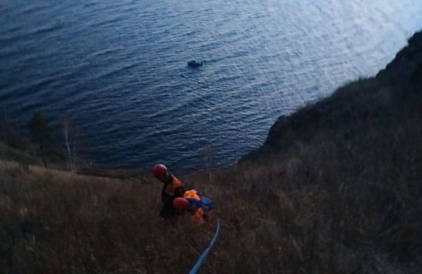 Спасатели сняли петербургскую туристку с горы на Байкале