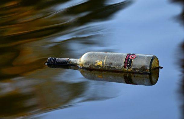Петербуржца ударили бутылкой по голове на Казанской ул.