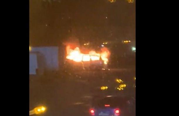 Машина воспламенилась у «Токио Сити»
