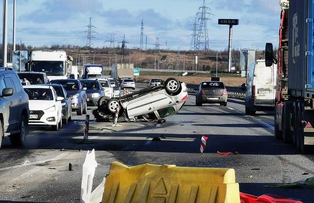 На КАД возле центра «МЕГА Парнас» разбился насмерть водитель
