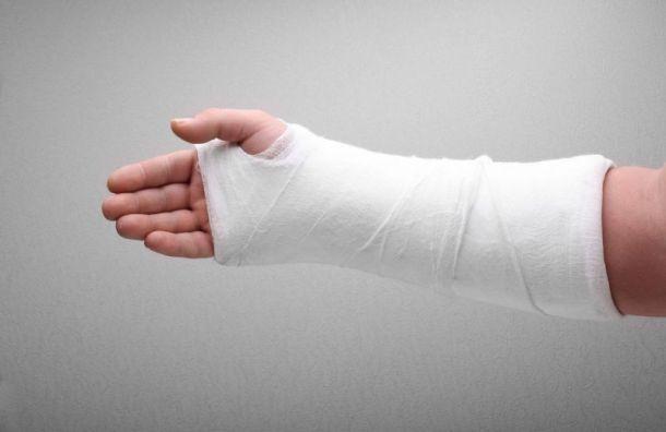Петербурженка ценой сломанной руки сохранила миллион в битве с грабителями