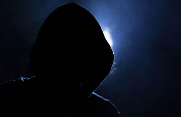 Троих подростков подозревают в избиении и ограблении пенсионерки