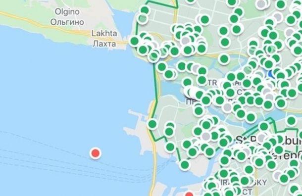 Петербуржцы обнаружили каршеринговый автомобиль в Финском заливе