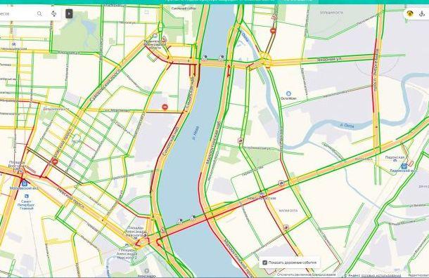 Потоп спровоцировал жуткие пробки в Санкт-Петербурге