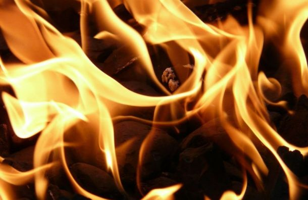 Утренний пожар в центре Санкт-Петербурга тушили 16 пожарных
