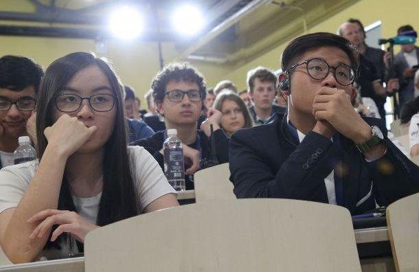 Школьники из 24 стран приехали в Санкт-Петербург на олимпиаду по экономике