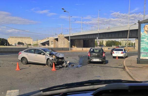 Авария с пострадавшими произошла под Володарским мостом