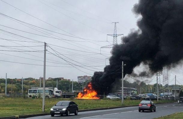 Взрыв прогремел на стоянке у Южно-Приморского парка