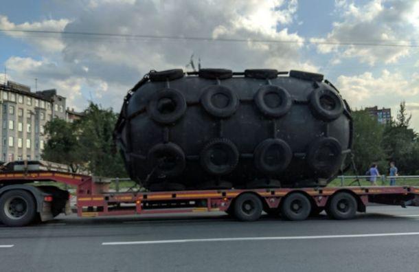 «Нечто» в виде цистерны привезли в Санкт-Петербург