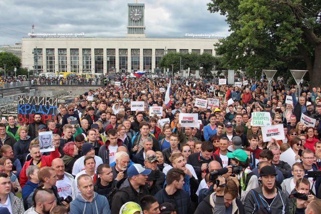 Полицейские отпустили задержанного активиста Дмитрия Гусева