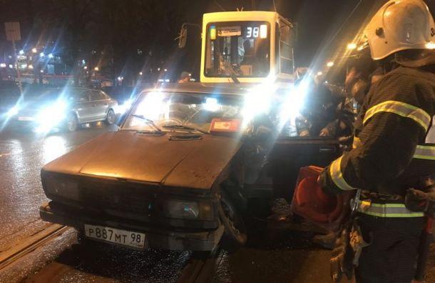 Авария на проспекте Науки парализовала движение трамваев