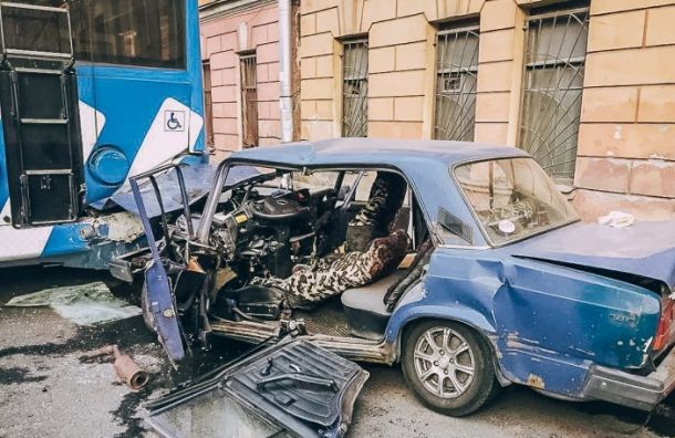 Двое погибли в аварии с троллейбусом на Минеральной ул.