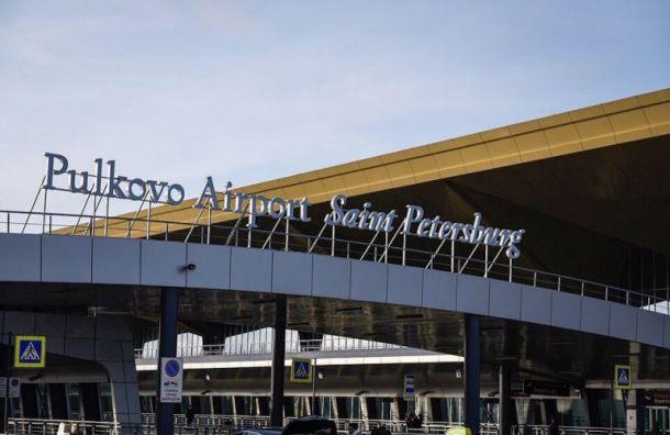 Освобожденный из пиратского плена моряк прилетел в Санкт-Петербург